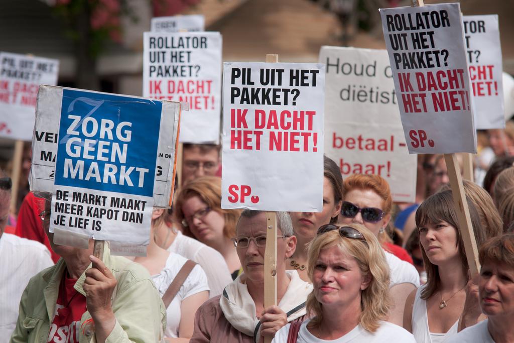 Manifestatie tegen bezuinigingen Klink